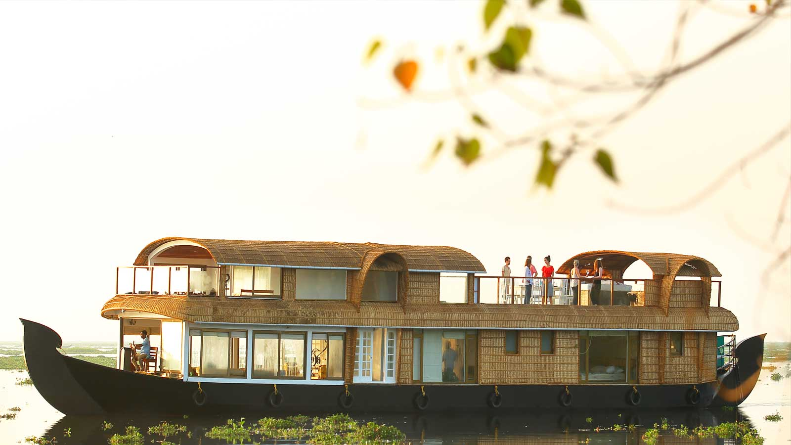 Enjoy your holidays on a Houseboat